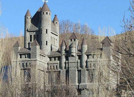قلعه آغشت کجاست