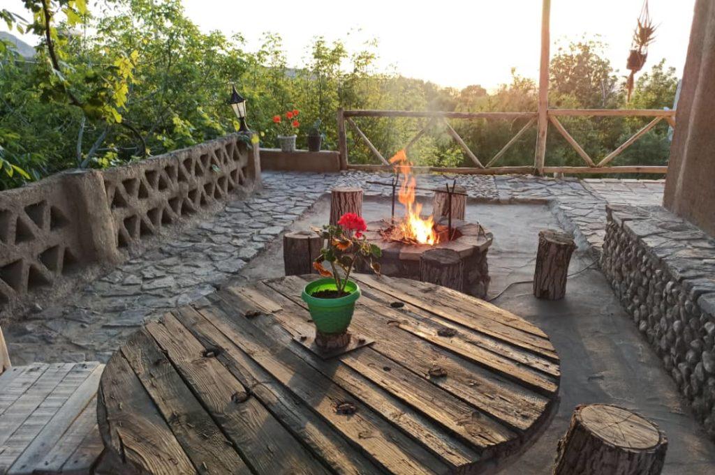 اقامتگاه بوم گاقامتگاه بوم گردی کوچه باغ در شاهرودردی کوچه باغ در شاهرود