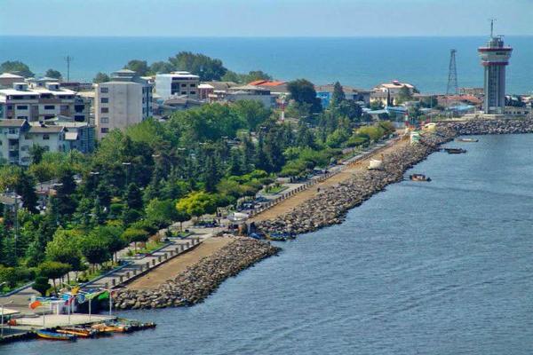 ساحل بندر انزلی برای شنا