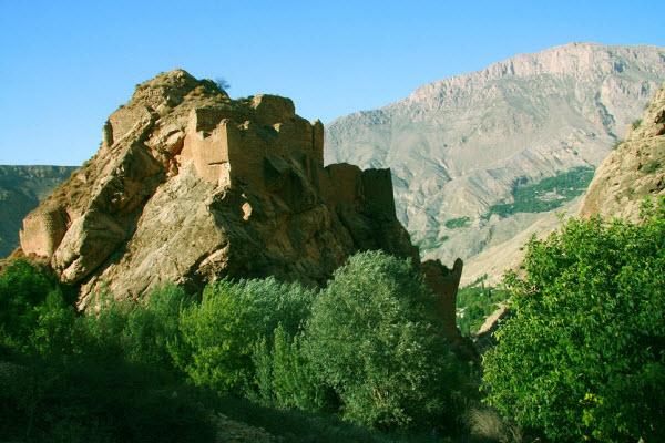 قلعه ملک بهمن از اماکن تاریخی شمال