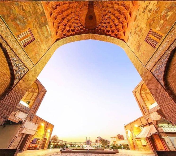 سر در قیصریه اصفهان