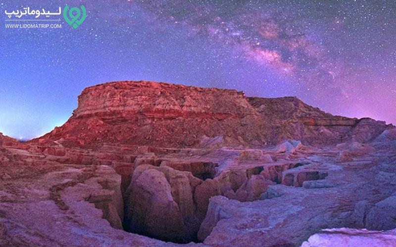 دره ستارگان در شب